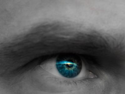 Relazione tra occhi e posizione anomala del capo